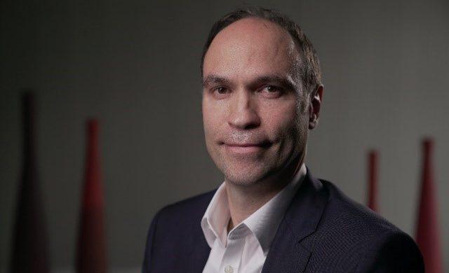 Une photographie de trois-quart d'Olivier Bisson, nouveau vice-président professionnal services de Talentsoft